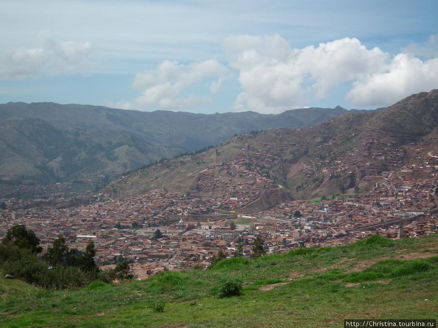 Америко показал нам свой город Куско с высоты птичьего полета.