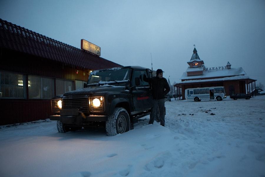 В городе Макарьев мы завтракали. Где-то поблизости должен быть большой красивый монастырь, мы его не искали. Но полюбовались на отличную русскую зиму – заснеженные елки, березы под снегом… Еще позавчера тут было минус тридцать.