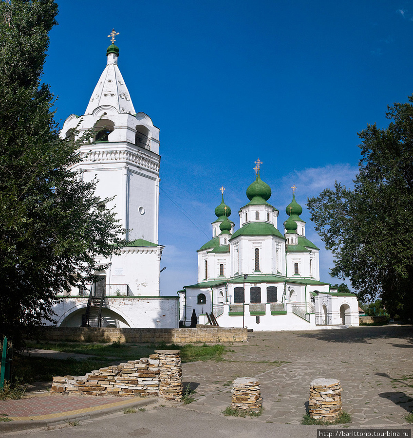 Главная достопримечательность станицы  Войсковой Воскресенский собор и майдан перед ним