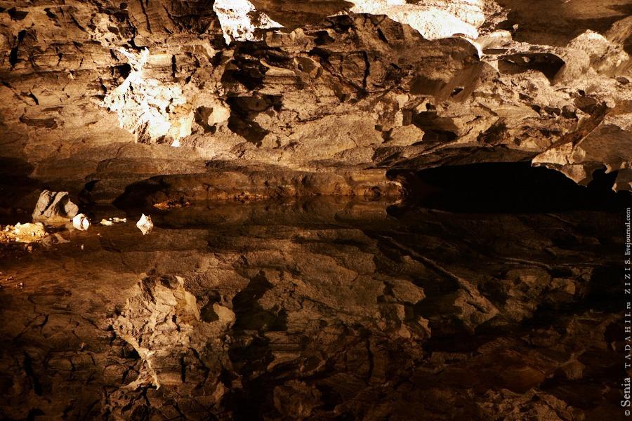 Часть территории затоплена. В этих местах водятся огромные крысы под десять метров длинной. Я одну видел издалека, даже фото есть.