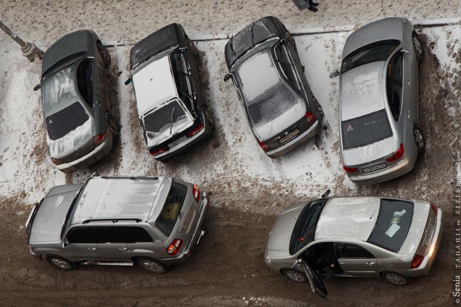 Не хватает мест для парковки, проблема всех крупных городов.