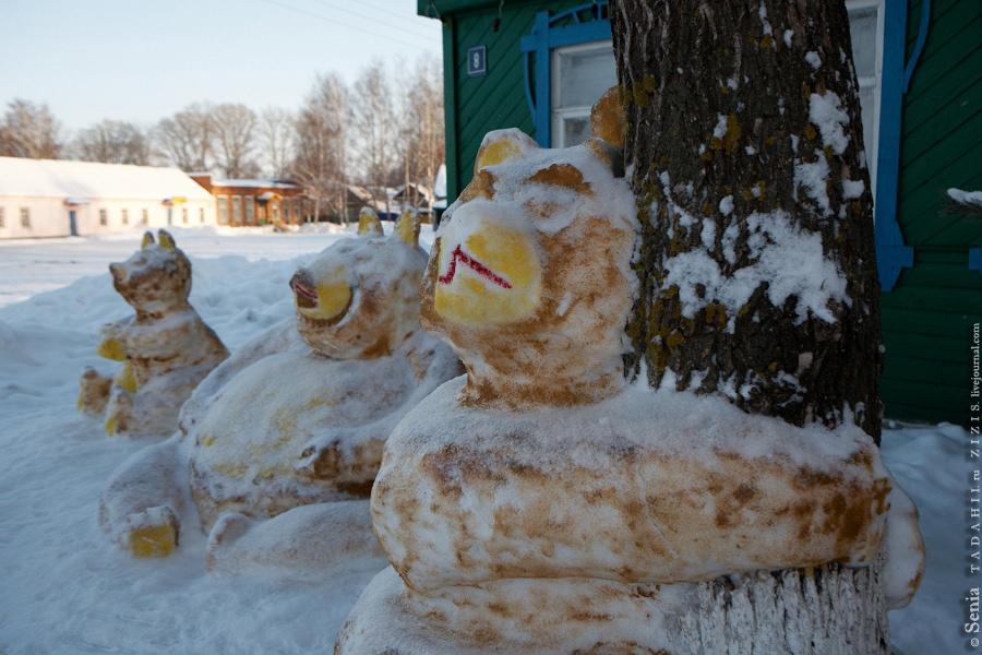 Затон им. Куйбышева встретил нас семейством медведей около сельсовета. В этих местах самый вкусный черный хлеб и треугольники из тех, что я пробовал в Татарстане.