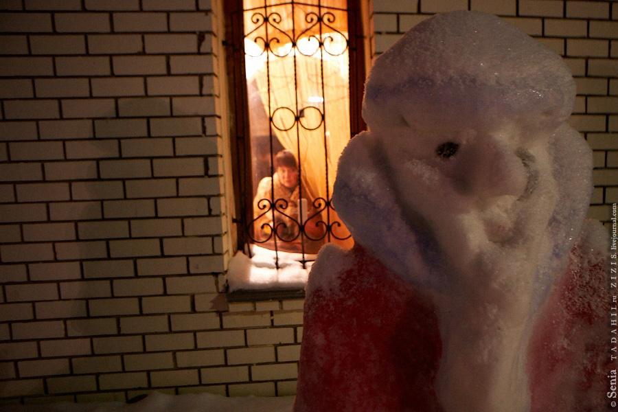В Камском Устье встретились с Рустемом, опером, помогавшем нам летом, когда Серега упал со скалы. Жаль, но оба кафе в поселке оказались закрыты, так что и не посидели толком, не пообщались. Зато видели деда Мороза.