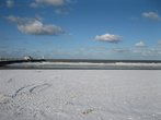 Заснеженный пляж