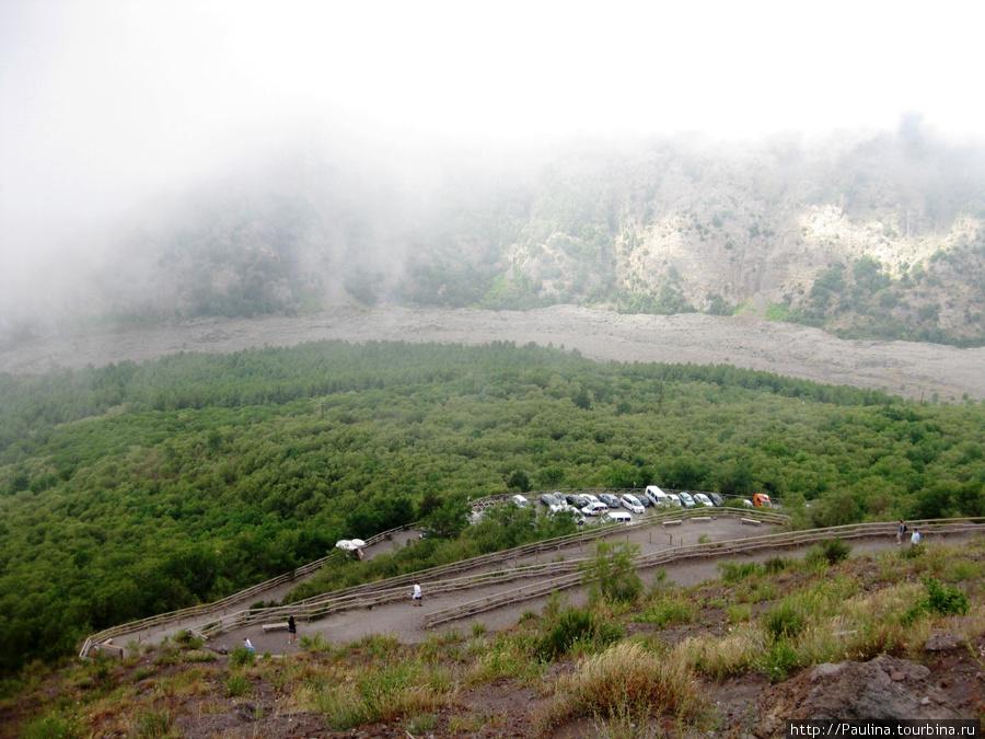 Дорога, по который мы поднимались и спускались с вулкана