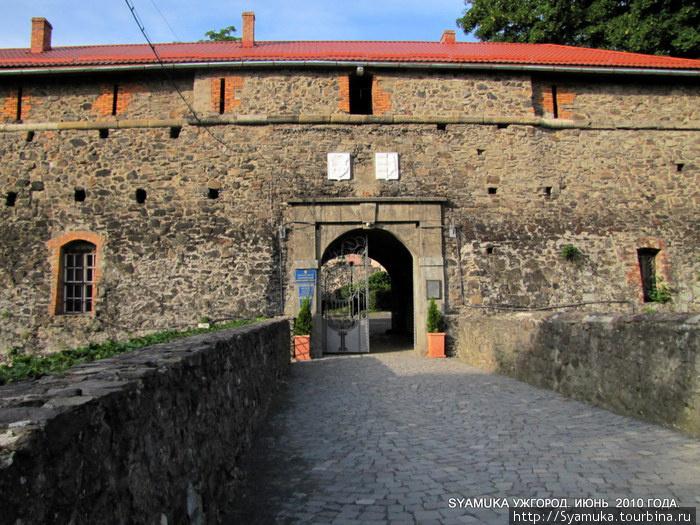 Вход на территорию крепости.