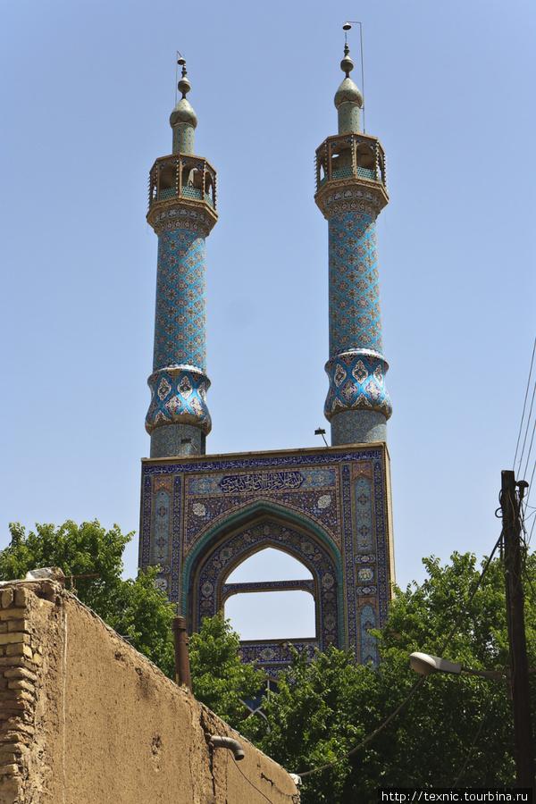 Пятничная мечеть, стоит ориентироваться по ней