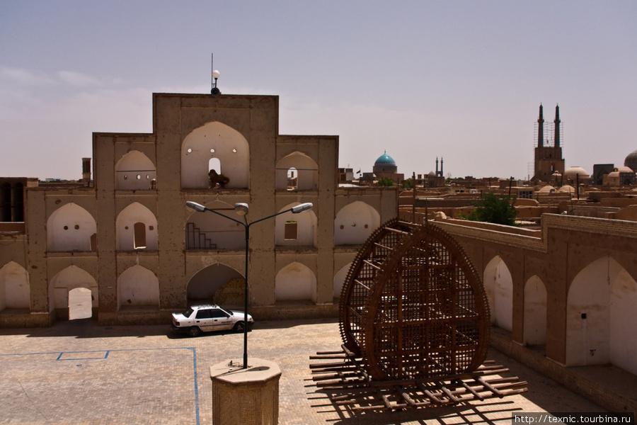 Деревянная штуковина использовалась при похоронах имама