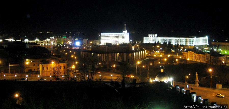 Вид с Пожарной каланчи на Воскресенской горе (место основания Томска) на центр города