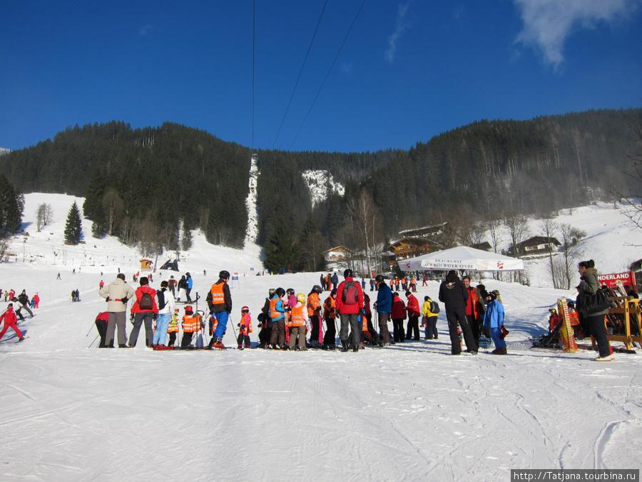 здесь учат детишек азам горнолыжного катания