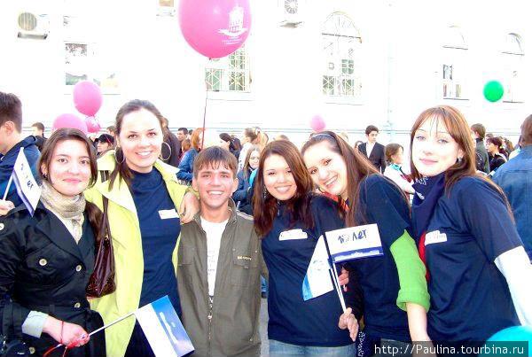 Студенты на майском шествии в честь дня рождения ТГУ