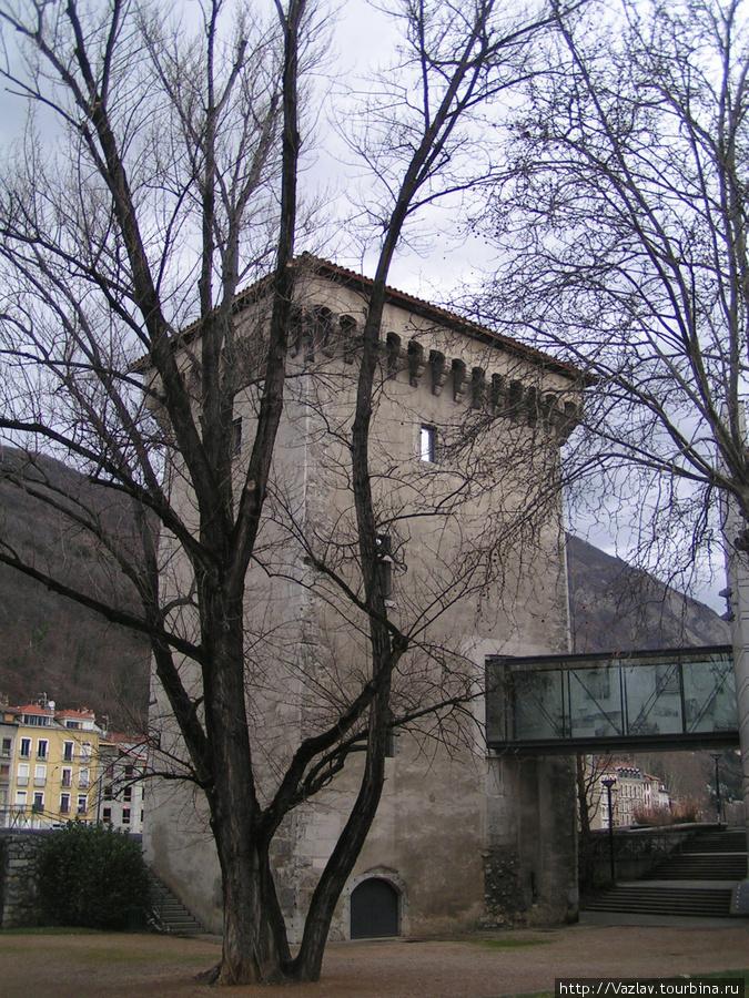 Башня нынче стоит на материке