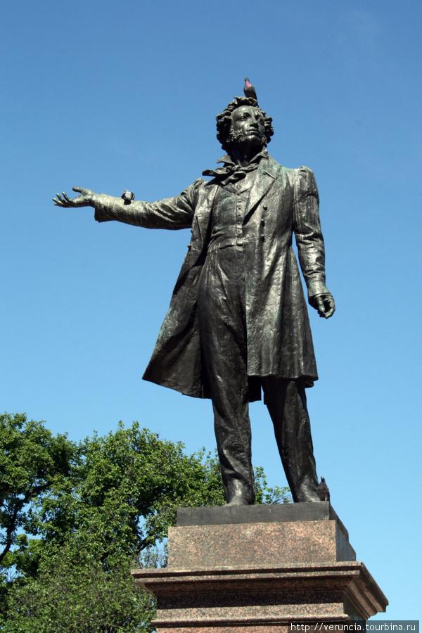 Площадь Искусств  — памятник А.С. Пушкину