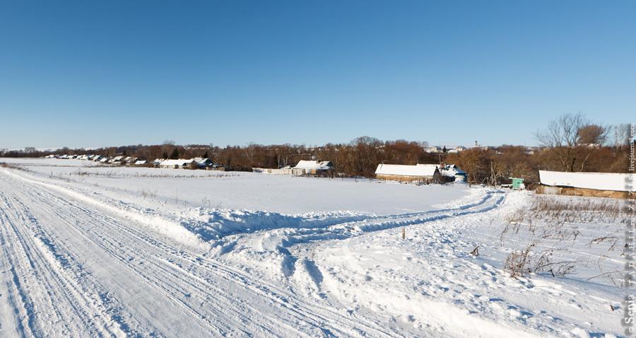 Собственно, все. Четыреста метров и поселок кончился. Справа мы видим Бельдяжки. Чуть дальше остатки реки Тишинки, когда-то Тишимли.