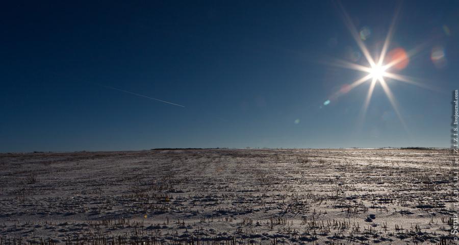 Cлева почти арктический пейзаж. Только трава растет.