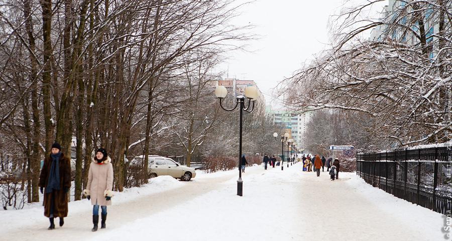 Это единственная в городе пешеходная улица Комсомольский бульвар. Не знаю как он называется в народе, но надеюсь, не банальный Бродвей, а как нибудь с фантазией.