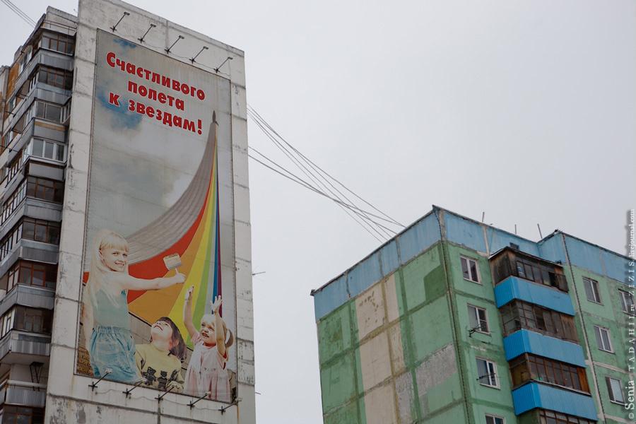 Есть и нестандартная реклама акриловой краски. Правда должна быть надпись о вреде закрытых окон.