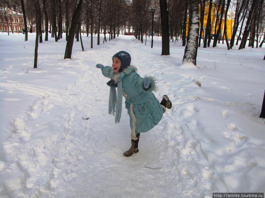 Валерия в парке. Зимние забавы.