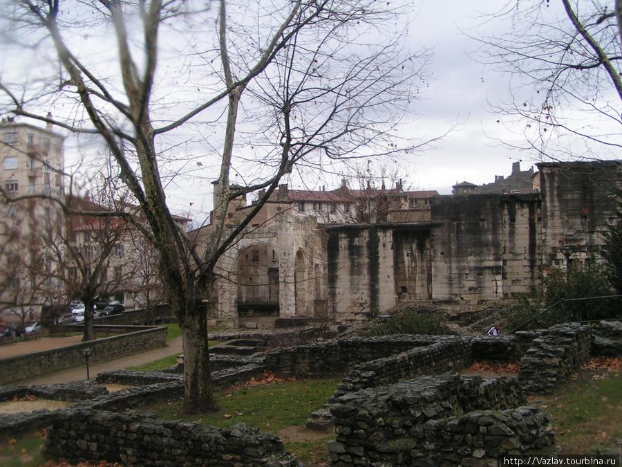 Остатки античных зданий