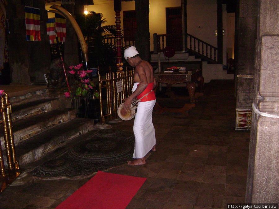 Барабанщик в храме