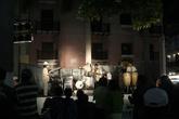 По вечерам в центре играют различные музыканты, а порой даже целые группы, правда, только по выходным. Все желающие самостоятельно сдают деньги