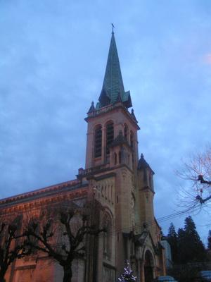 Фасад церкви сбоку