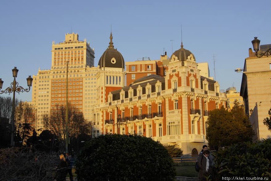Мадрид в лучах заходящего солнца