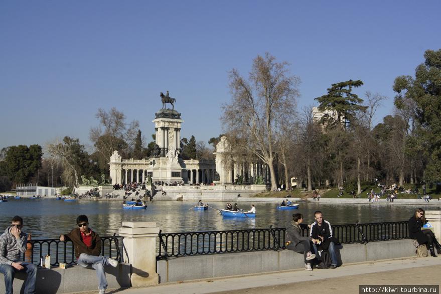 Памятник королю Алонсо в парке Ретиро