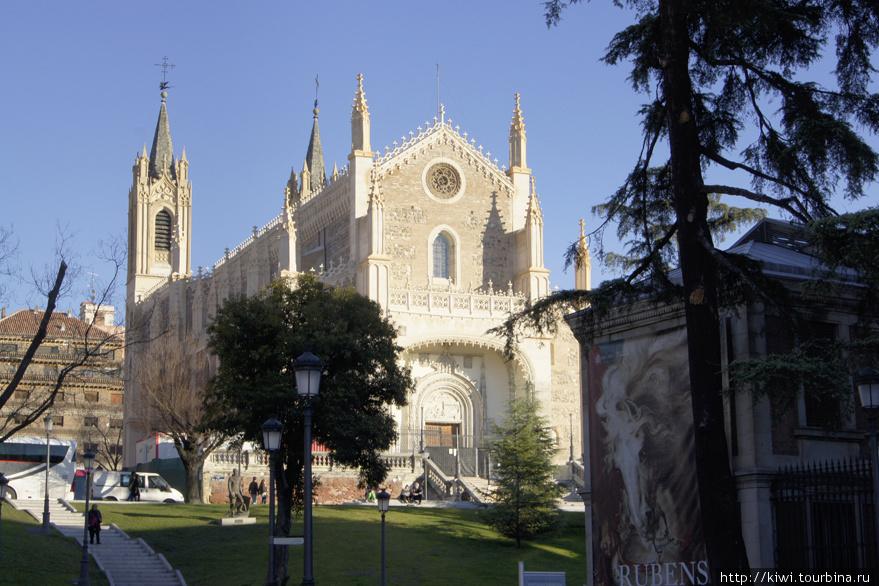 Церковь в стиле французской готики у музея Прадо