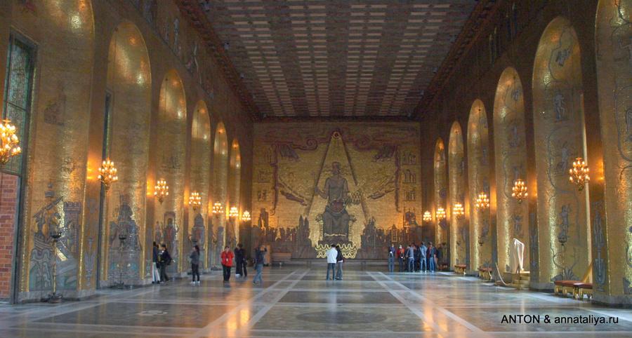 Золотой зал в Ратуше, где проходит бал