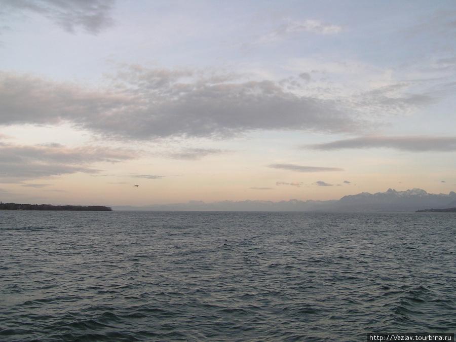 Вид на озеро и Альпы