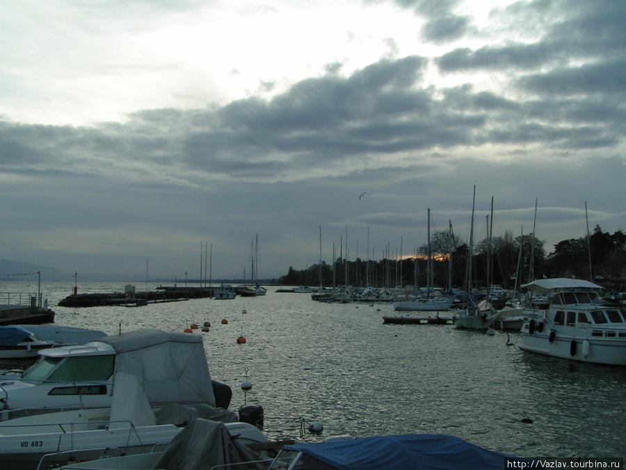 Яхт-клуб возле набережной