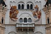 В 1883 году строительство дворца было завершено, была закончена также отделка первых пяти этажей. В замке Людвиг II провёл четверть всего своего времени за последние два года до своей смерти.