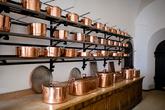 В кухне сохранилась посуда времен Людвига II.