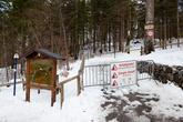 Большинство туристических троп зимой закрыты. Например, проход к знаменитому мосту Marienbrücke, с которого открывается один из популярных открыточных видов замка был тоже закрыт. Но множество следов на снегу подсказало нам, что этот запрет не особо действует на туристов.