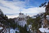 Вид с моста. В конце декабря замок освещен солнцем только короткий промежуток времени после обеда.