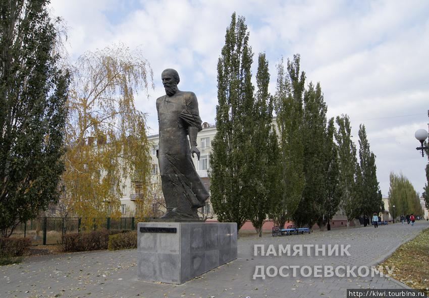 Этот памятник прозван Идиотом, видимо, из-за хрупкости телосложения