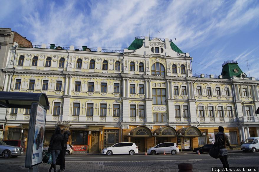 В этом здании, спроектированным архитектором Хвориновым, сейчас находится зал органной музыки