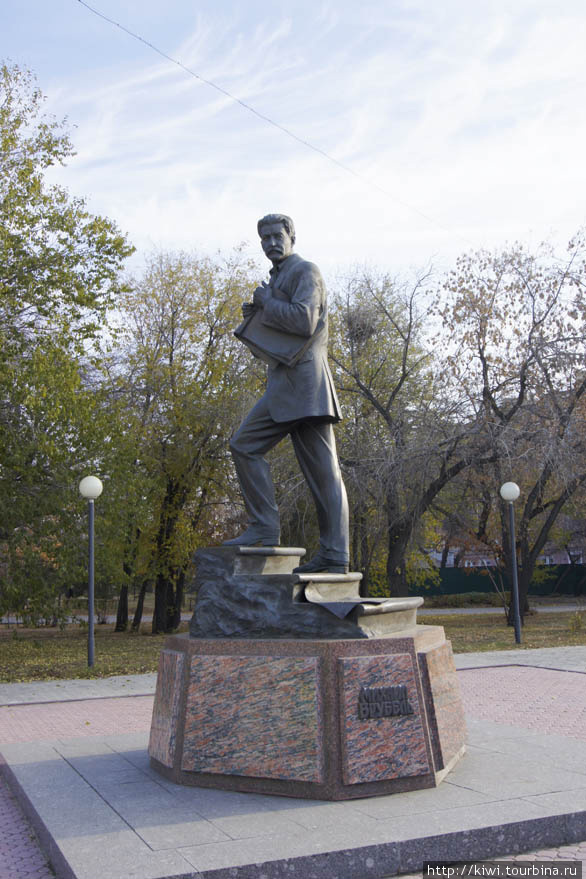 памятник Врубелю