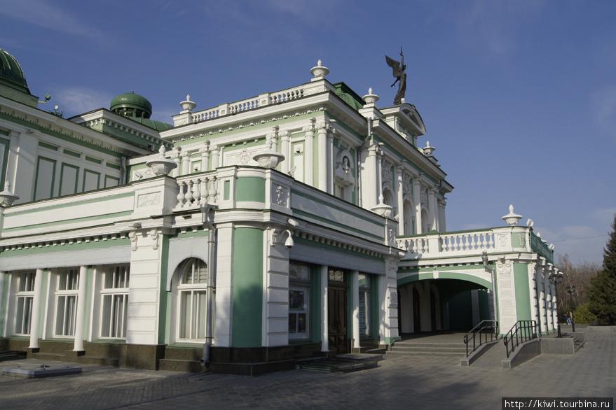 Здание драмтеатра, архитектор — Хворинов