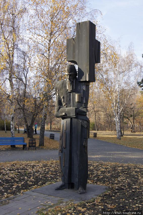 А этот памятник Достоевскому молодежь называет Федей-металлистом