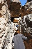 Черная дыра в верхней половине кадра и есть мечеть в скале, небольшая пещерка, в которую можно забраться только по почти отвесной скале.