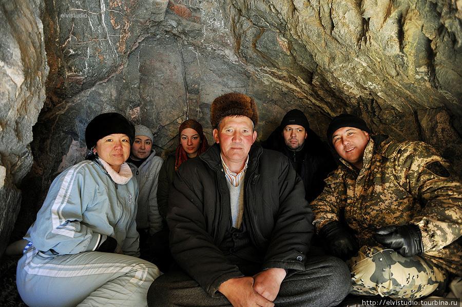 Внутри мечети/пещеры.