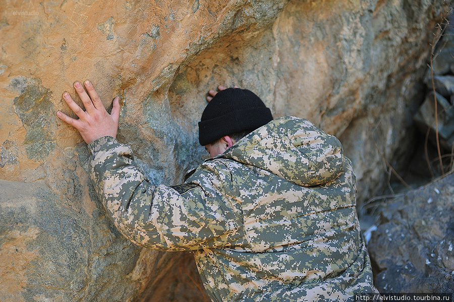Некоторые камни, скалы считаются святыми — верующие  прикладываются к ним, чтобы получить энергию и исполнение желаний.