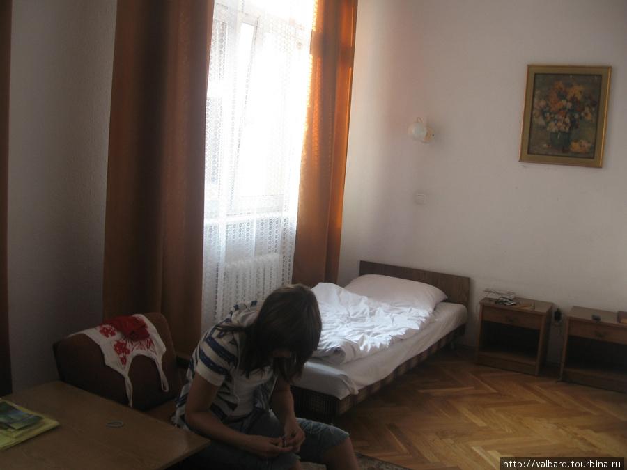 Спальная половина громадной комнаты