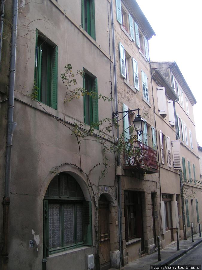 Разновеликие дома Валанс, Франция