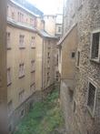 Вид из окна во внутренний двор замка. Здесь видно, что в старой части замка по крайней мере, 5 этажей, замкнутых в квадрат. А ведь есть еще подвалы!