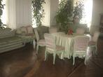 Бело-розовая гостиная