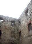 внутренняя часть замка (между прочим, чтобы увидеть эту роскошную развалину, надо купить билет — правда, недорогой)
