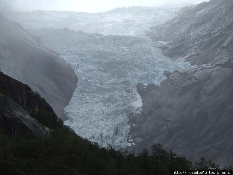 Наконец вдалеке появился ледник Бригсдалбреен